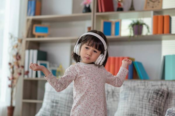 trẻ tăng động giảm chú ý ADHD